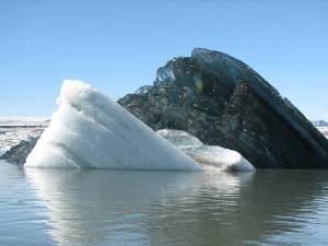 Un iceberg negro revoluciona la Red (Foto)
