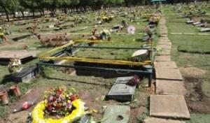 Murió al caer en una tumba de cementerio de Barcelona