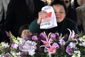 Murió feliz: Lo enterraron con su hamburguesa (FOTO)