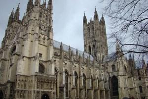 Iglesia de Inglaterra abre vía a obispos homosexuales en uniones civiles