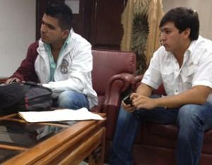 Así rechazaron a los estudiantes que fueron a pedir fe de vida de Chávez en la Embajada de Cuba (VIDEO)