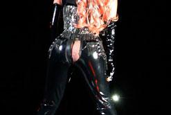 ¡Ups! Mira el pequeño accidente que tuvo Lady Gaga con su pantalón (Fotos + es momento de rebajar)