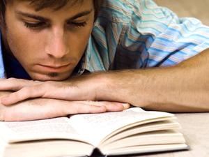 Leer a los autores clásicos activa el cerebro