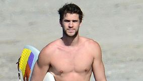 ¡Cosa rica! Liam y Chris Hemsworth surfean en Costa Rica (Fotos)