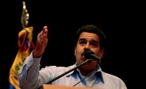 Maduro dice que Gobierno evalúa escenarios pero Chávez es y será presidente
