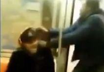 Por andar pantallando en el metro le roban sus audífonos carísimos