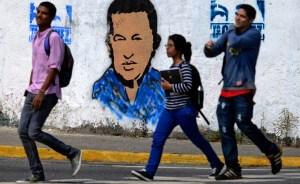 El presidente Chávez mejora, pero no aparece públicamente
