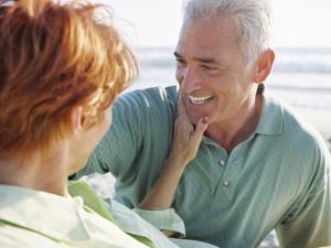Mujeres mayores son más felices que los hombres en el sexo