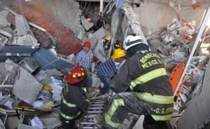 Al menos 25 muertos y más de 100 heridos dejó explosión en la Torre Pemex (Fotos)