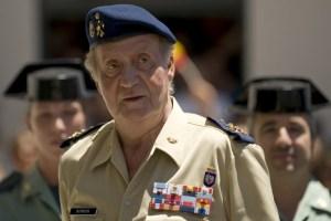 Rey de España pide esfuerzos a los militares frente a la crisis
