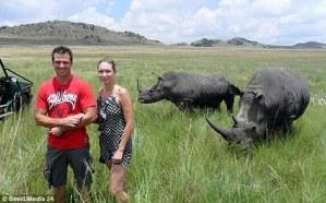 Se tomó esta FOTO segundos antes de ser atravesada por el cacho de un rinoceronte
