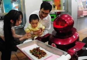 Inauguran restaurante chino con robots como camareros y cocineros