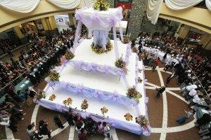 Una torta de bodas tan alta como un edificio (Foto)