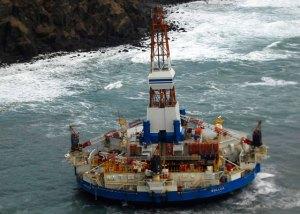 La torre petrolera de Shell que encalló en Alaska está lista para ser remolcada