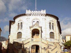 Dueño de restaurante intenta suicidarse en un tribunal de Mónaco