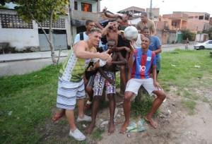 Jóvenes de favelas de Río se juegan el sueño de ser astros del fútbol (Fotos)