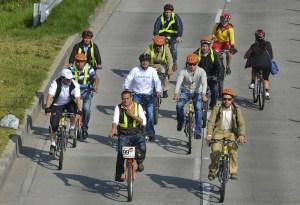 """Bogotá impulsa el uso de la bicicleta en su 13º """"Día sin auto"""" (Fotos)"""