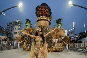 Las comparsas populares abren el segundo día del carnaval de Sao Paulo (Fotos)