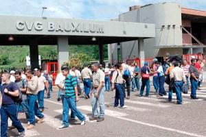 Bauxilum sucumbe ante protestas y deudas