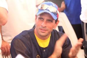 Capriles entregó campo de béisbol en Nueva Cúa