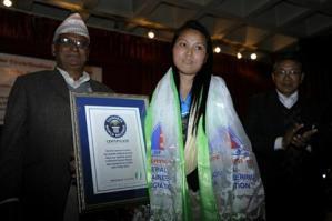 Esta mujer logró un récord Guinness al corona el Everest dos veces en una semana