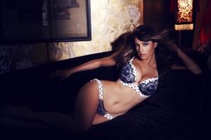 El cuerpote de Kelly, en ropa íntima, muy sensual… ¡obsérvalo!