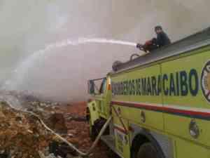 Bomberos de Maracaibo llevan 6 horas luchando con fuego en relleno sanitario