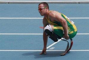 El atleta Pistorius, acusado de asesinato tras la muerte de su novia (Video)