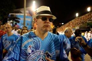 El príncipe de Mónaco se disfraza de carioca y baila en el Carnaval de Río (Fotos)