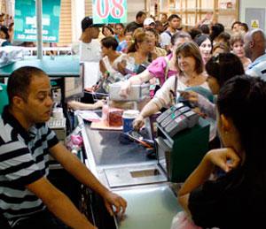 """Compras desenfrenadas en Margarita por """"jugosas"""" ofertas"""