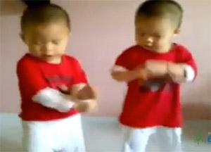 ¿Te gustó el bebé que baila Gangnam style?… ¡enloquece con los gemelos!
