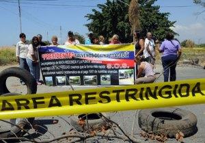 Afectados por el Lago paralizaron construcción de muro en La Punta