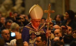 Benedicto XVI denuncia hipocresía en la Iglesia este Miércoles de Ceniza (Fotos)