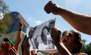 Incredulidad, alegría e interpretaciones levantaron las fotos de Chávez