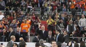 Atronadora pitada al Rey de España (Videos)