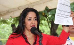 Stella Lugo viajó de incógnito a Argentina para autoproclamarse embajadora