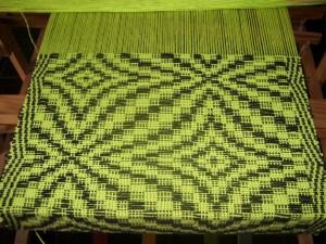 Recuperan el tejido artesanal para crear moda sostenible