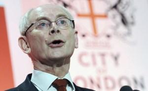 """Van Rompuy alerta que la crisis puede provocar nuevas """"réplicas"""" en la eurozona"""