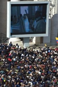 Marea humana cubrió la Plaza San Pedro (Fotos)