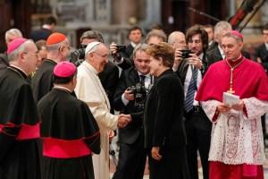 Rousseff permanecerá en Roma para una audiencia con el papa Francisco mañana