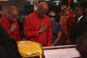 """Embalsamador filipino ofrece sus servicios para la """"eternidad"""" de Hugo Chávez"""