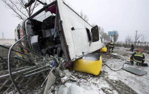 Mueren dos hinchas polacos tras accidente en autobús (FOTOS)