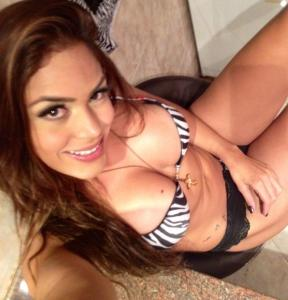 Las fotos que tuitea una ex conejita criolla… ¡sabor venezolano!