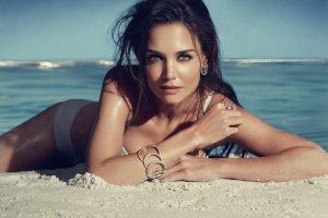 Bikini y topless tapadito de Katie Holmes (APLAUSOS)