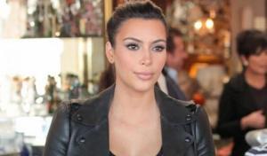 Kim Kardashian desnuda su embarazo (Foto)
