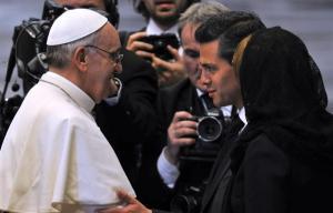 Presidente mexicano rompió tradición en misa papal