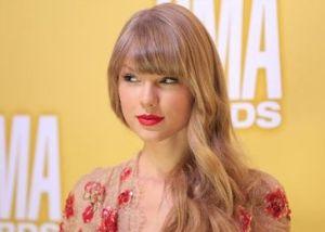 Taylor Swift gana más que Anne Hathaway y Brad Pitt juntos