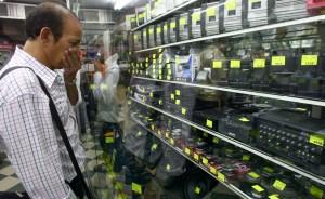 Venezolanos cada día están más sujetos al férreo control de cambio