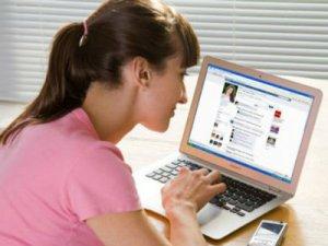 Facebook añade emoticones y nuevas opciones de tagueo en EEUU