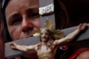Chavismo se deshace en lágrimas en último paseo fúnebre de Chávez